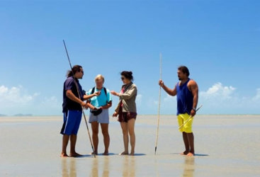 Learn to hunt bush tucker on the tropical beaches
