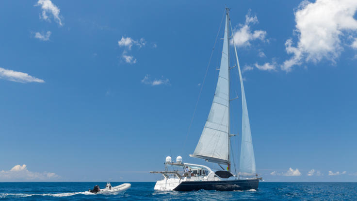 Luxury adult only sailing tour of the Whitsundays Great Barrier Reef