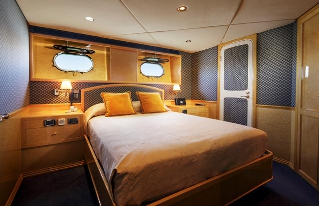 Luxury Private Charter | Queen Cabin