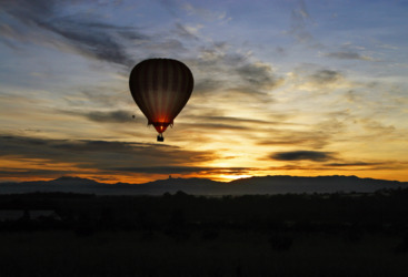 Magnificent sunrise over Atherton Tablelands for your Hot air balloon ride