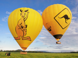 Early morning hot air ballooning from Cairns