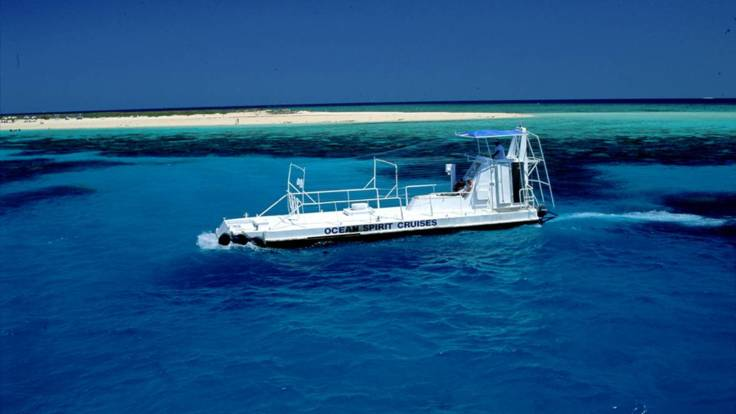 Semi-submersible at Michaelmas Cay