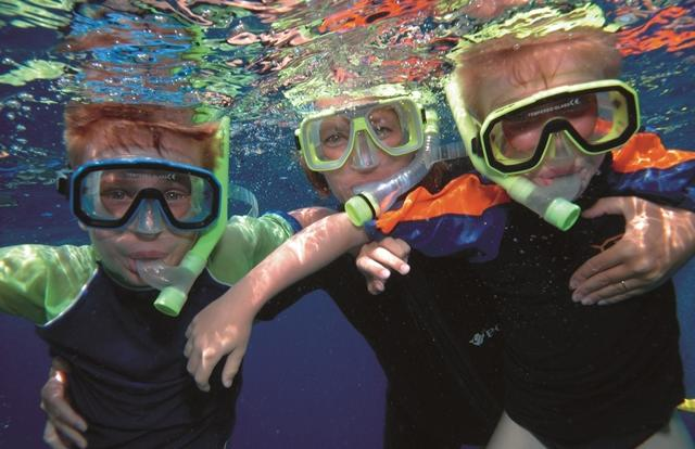 Snorkel tours Great Barrier Reef with kids - port Douglas