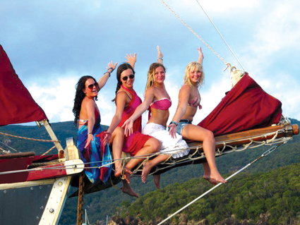 3 days and 2 nights of fun on this Whitsundays sailing adventure